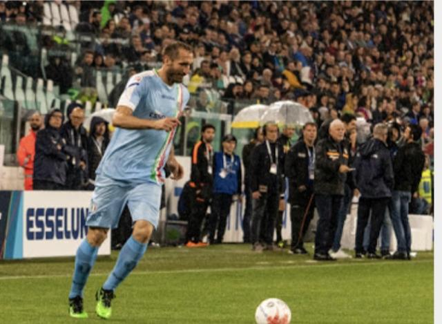 Giorgio Chiellini schierato con la Nazionale Cantanti vs Campioni per la Ricerca