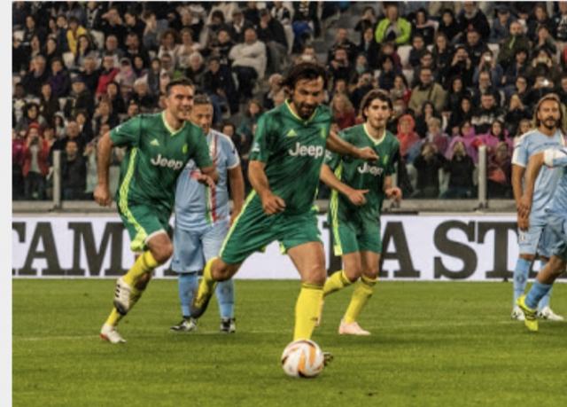 Andrea Pirlo calcia il rigore contro la NiC