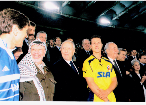 Gianni Morandi con Arafat il Presidente Ciampi Perez e Schumacher