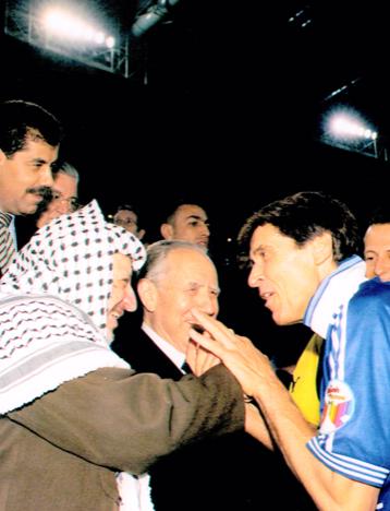 Morandi con Perez e Arafat (2000)